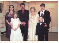 Familia Tkacenko - Ana, Dumitru, Elena și Nicolae și părinții Alexandra și Alexei. Nunta de argint a părinților.